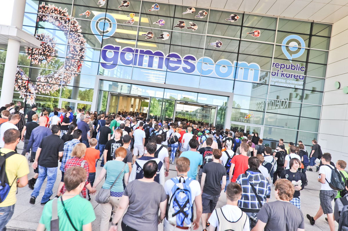 gamescom-logo-wallpaper-nat-games.jpg