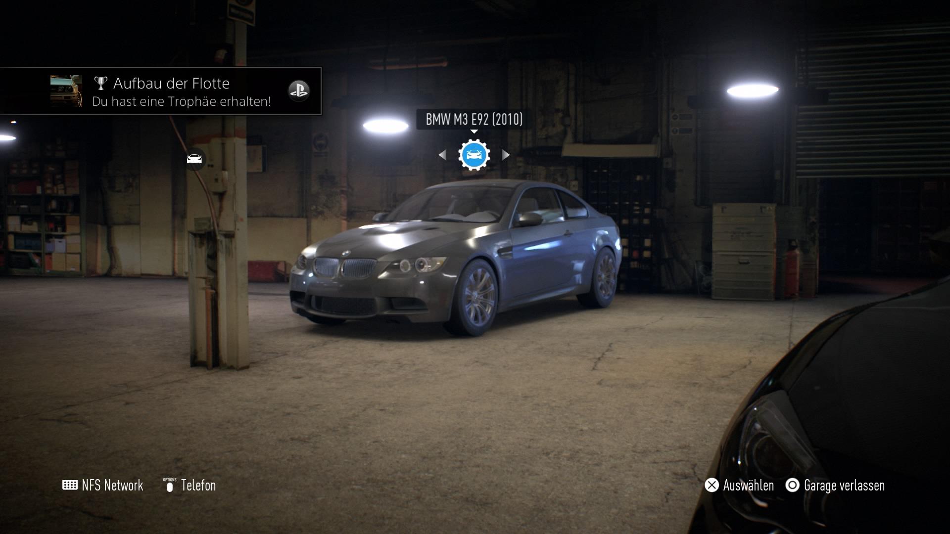 In der Garage sammelt man seine gekauften Autos.