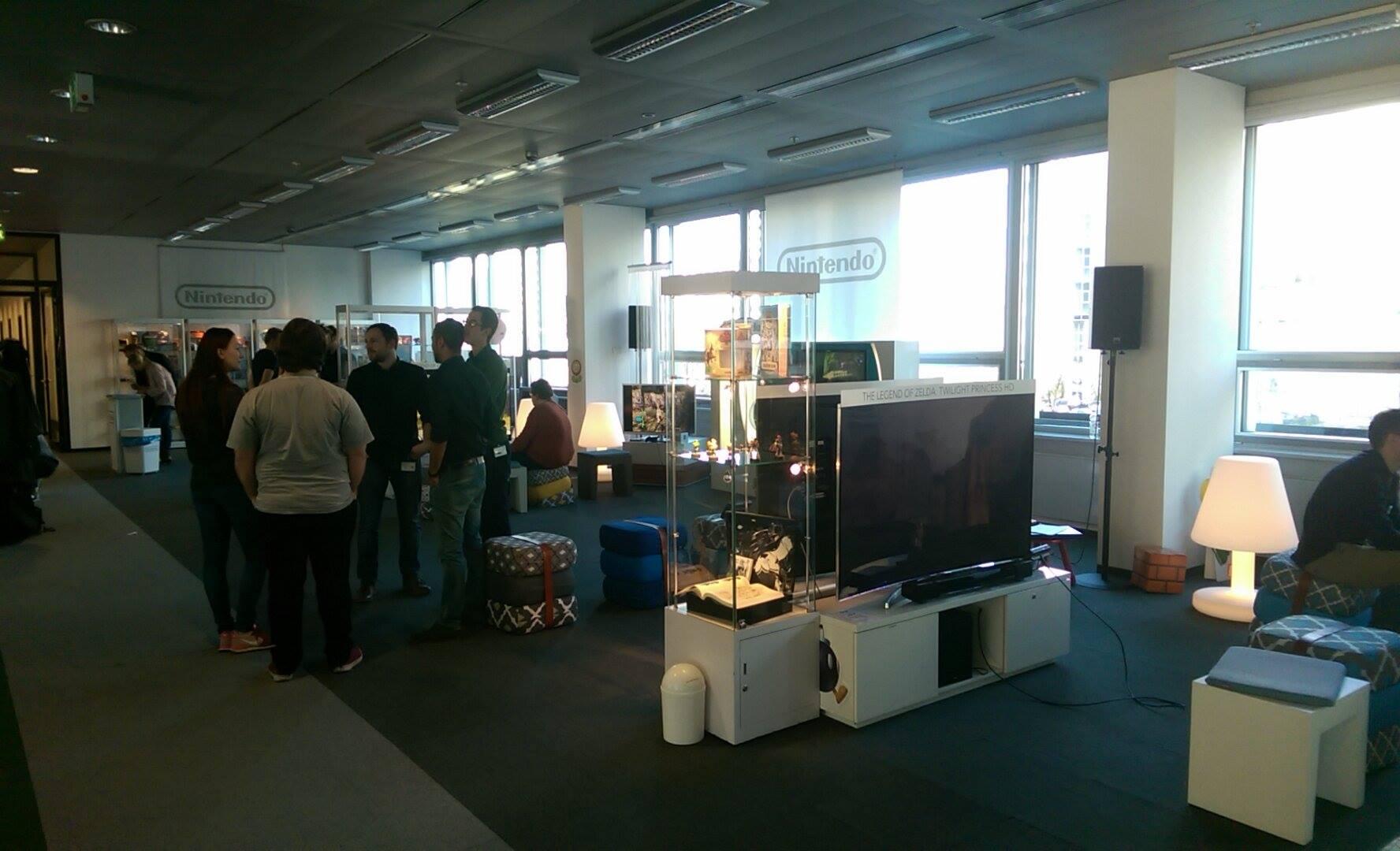 An den Fernsehern konnte man unter anderem Pokemon Tekken und Zelda anspielen.