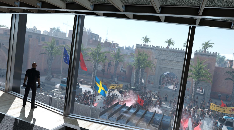 Die Stadt protestiert und Agent 47 plant, wie er unbemerkt die beiden Ziele ausschaltet.